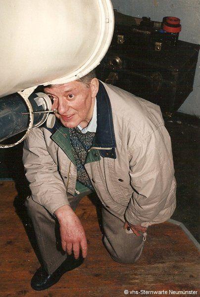 Horst Bender am Leitfernrohr des 10