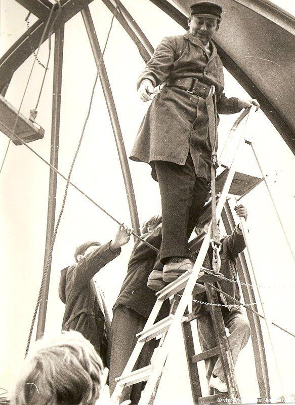 Horst Bender beim Aufbau der Sternwartenkuppel 1971